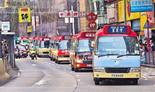 18輛小巴昨由筲箕灣慢駛至銅鑼灣,抗議佔領。(車耀開攝)