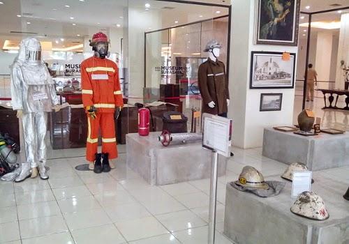 Perlengkapan individu unit pemadam kebakaran