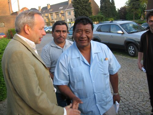 Willy Herremans (kerk Strijland) bedanken en groeten. Dit is gewoon vanzelfsprekend bij de Guatemalteken. Ze hadden ook over 't werk gesproken.