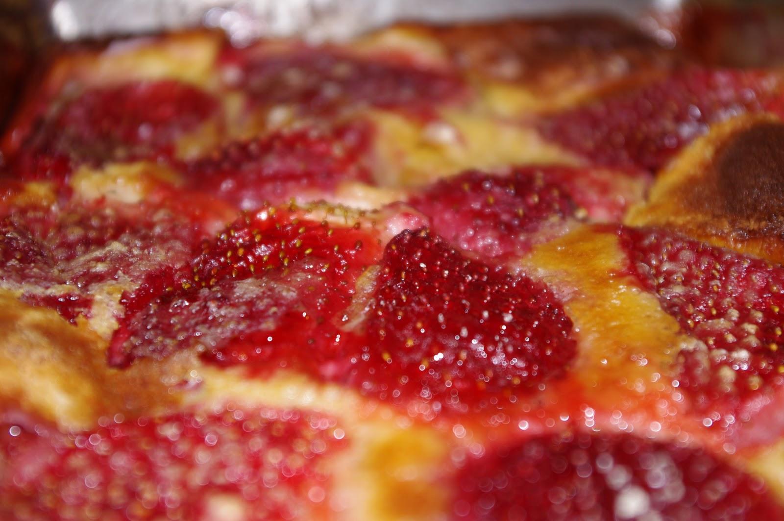 recettes du canari clafoutis aux fraises. Black Bedroom Furniture Sets. Home Design Ideas