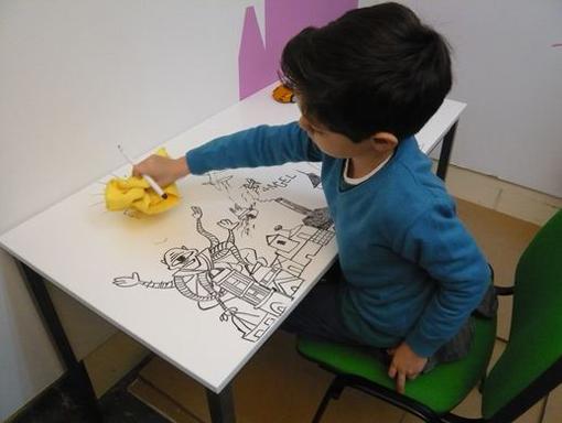 Convertir una pared en una pizarra para rotuladores - Pintura pizarra rotulador ...