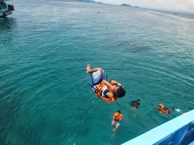 กิจกรรมกระโดดน้ำท่าที่ 4