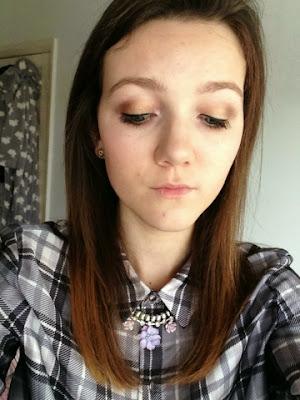 gold eye makeup look