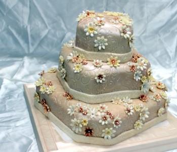 torta dísz marcipán virágok.jpg