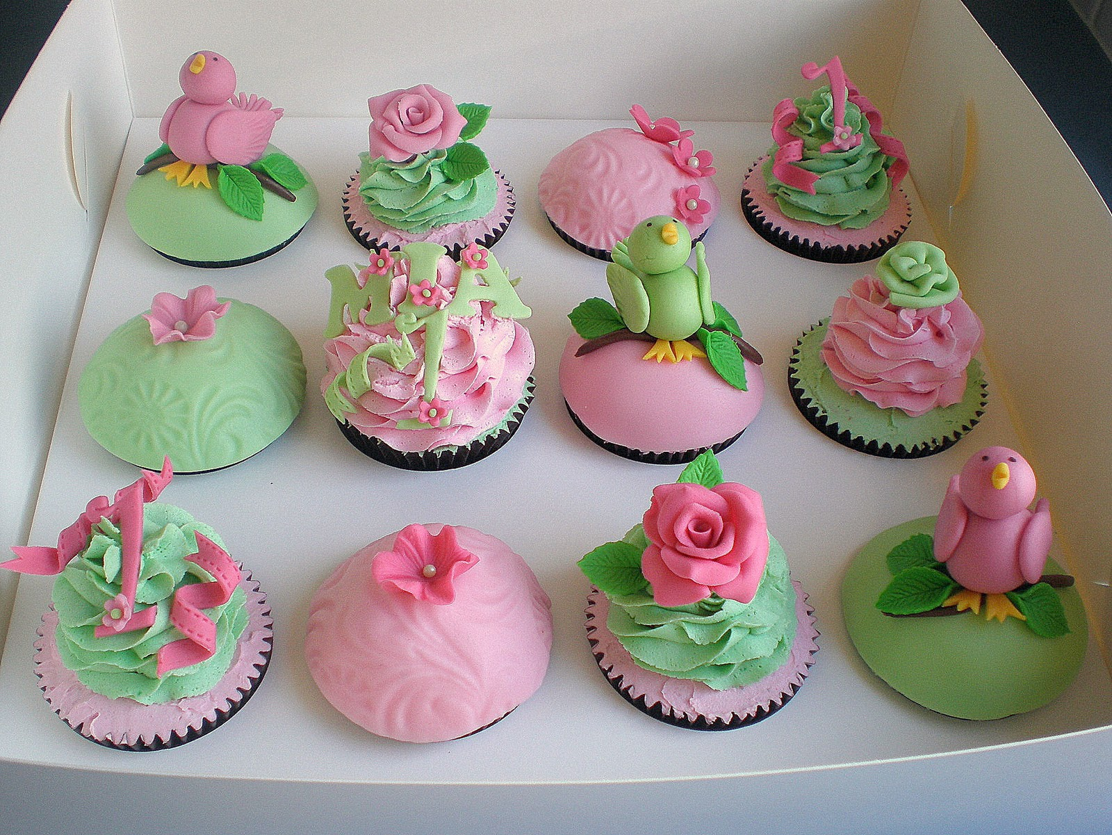 Sugar Siren Cakes Mackay Bird & Flowers Cupcakes with matching Cakepops