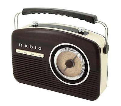 Draagbare retro radio op batterijen