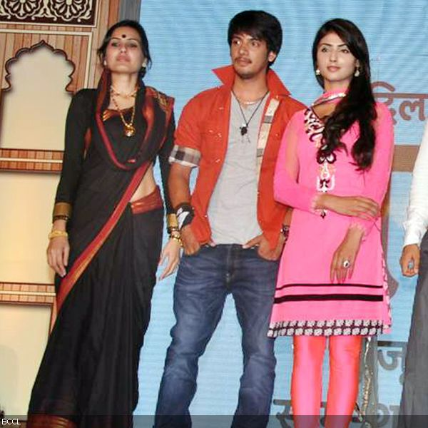 (L-R) Kamya Punjabi, Ayaz Ahmed and Nikita Sharma share the stage at the launch of television show Do Dil Ek Jaan, held at Filmcity, in Mumbai. (Pic: Viral Bhayani)