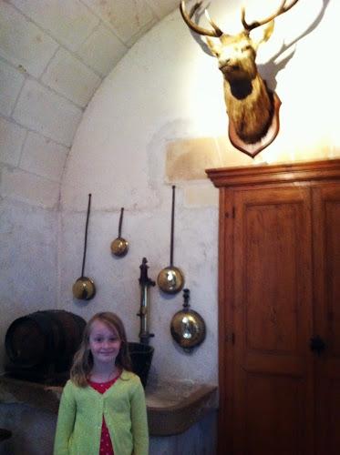 Biche on wall château