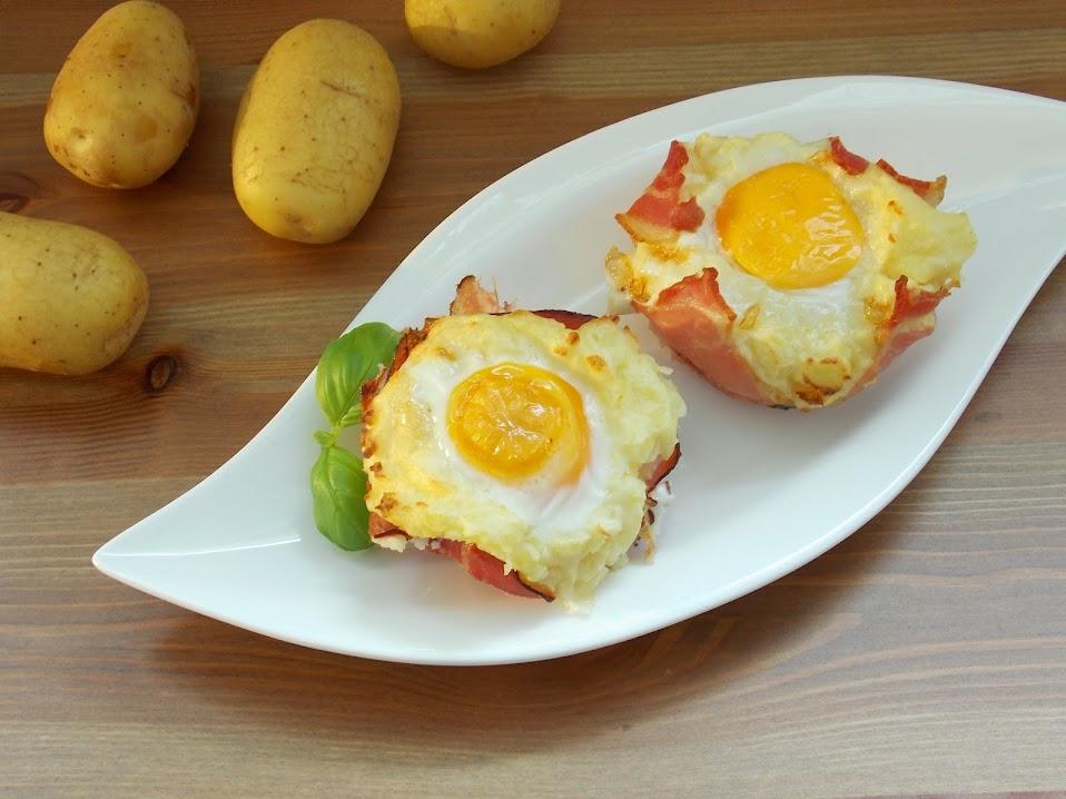 Kartoffel-Nester mit Ei und Schinken