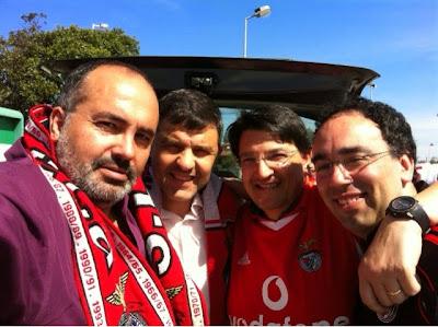 Os quatro mosqueteiros, na estação serviço da Mealhada, a caminho do jogo do Arouca-Benfica.