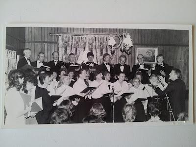 The Glaslinn Choir in 1983 performing at Oaklands, Bandon
