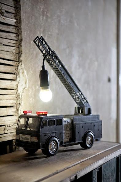 Lámpara industrial hecha a mano.