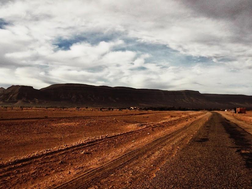 Marrocos e Mauritãnia a Queimar Pneu e Gasolina - Página 12 DSCF1408