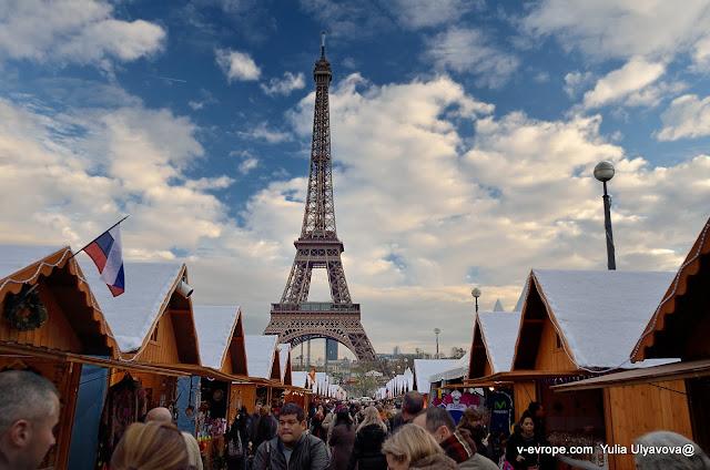 Ярмарка в Париже. Еда и товары из разных стран.