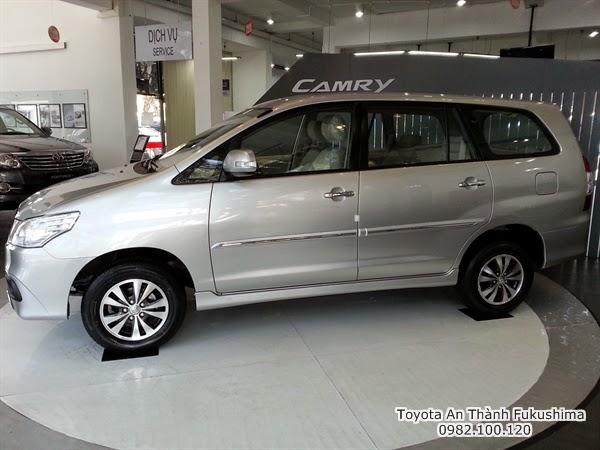 Cho thuê xe 7 chổ Innova 2015 mới theo tháng giá rẻ màu bạc 1