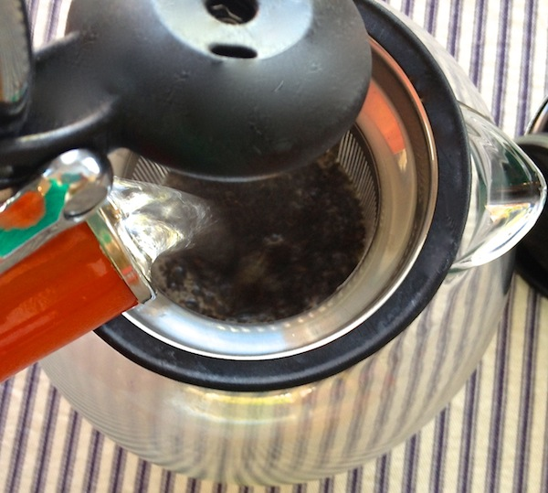 making the perfect cup of tea, taylors of harrogate with bodum assam tea press
