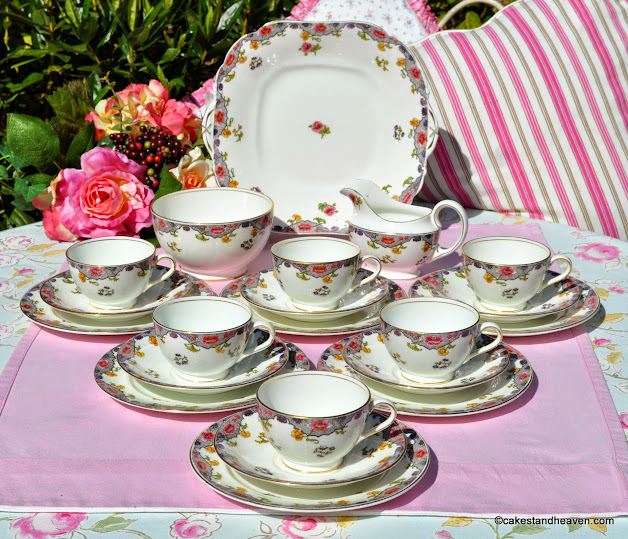 Aynsley antique bone china 21 piece tea set pattern no A3541