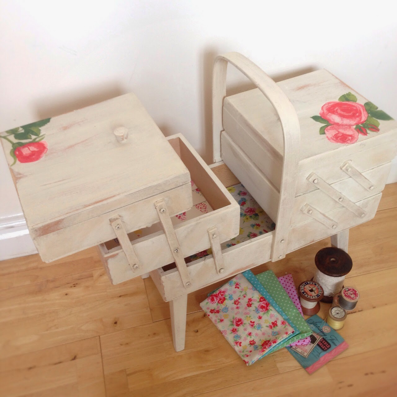 A world of imagination upcyled cantilever sewing box for Boite shabby chic
