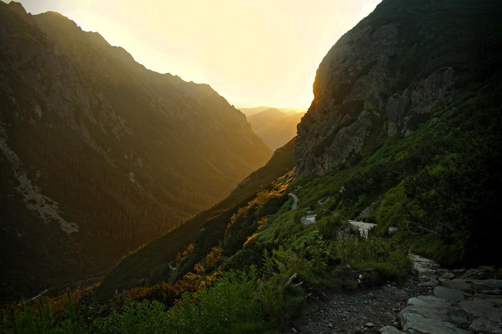 Wschód słońca nad Doliną Roztoki