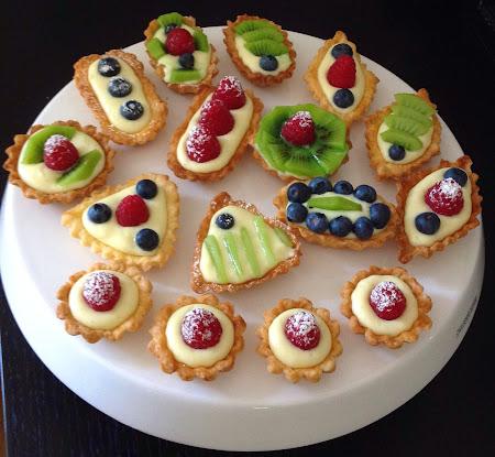Babeczki z kremem waniliowym, kruche babeczki z owocami,krem waniliowy,krem budyniowy