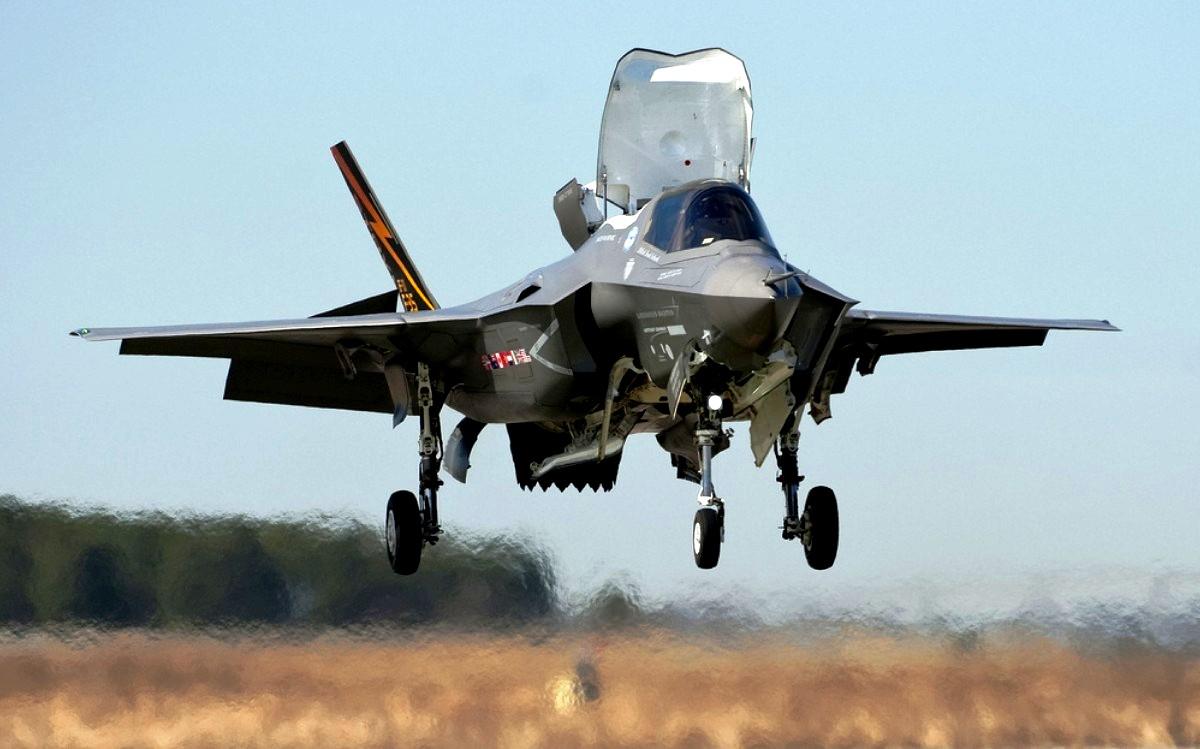 F-35 Lightning II Stealth Fighter Jet Wallpaper 3