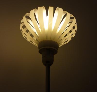 El arte de reciclar lamparas de mesa hechas con vasos de - Lamparas de mesa recicladas ...