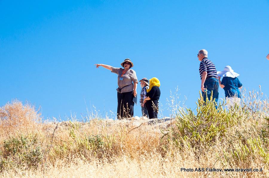 На кургане Лахиш. Гид экскурсовод в Израиле Светлана Фиалкова.