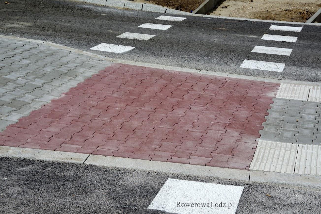 Standardy dróg dla rowerów swoje, a ZDiT swoje i daje kostkę.