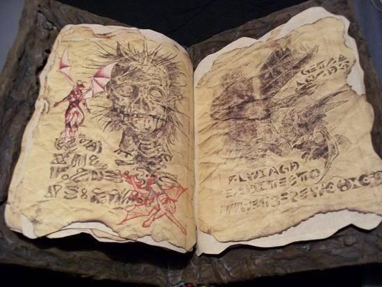 Hãy cùng xem qua những trang sách bên trong cuốn Necronomicon