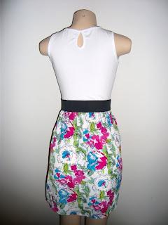 Vestido de cintura alta, saia rodada estampada, elástico na cintura e regata! Tamanho: P (36/38)