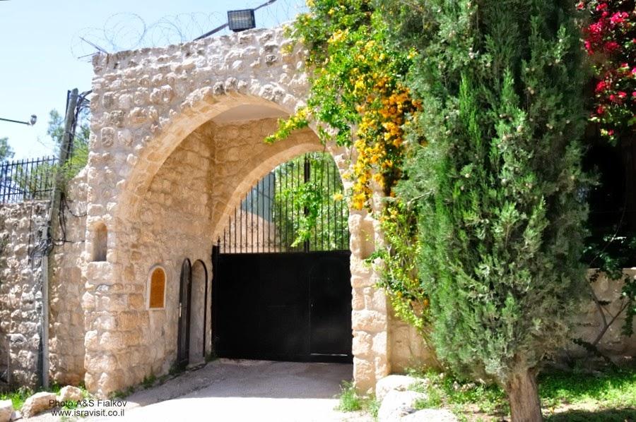 Женский католический монастырь Бейт-Джамаль. Экскурсия Монастыри в Иудейских горах и сталактитовая пещера Сорек, гид Светлана Фиалкова.