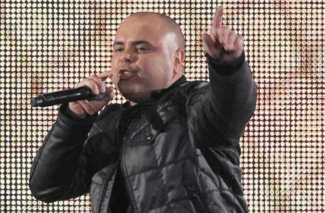 Juan Magán, cantando