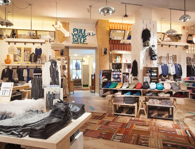 Revisi n interior pull bear nueva imagen de tienda for Muebles para zapatos bogota