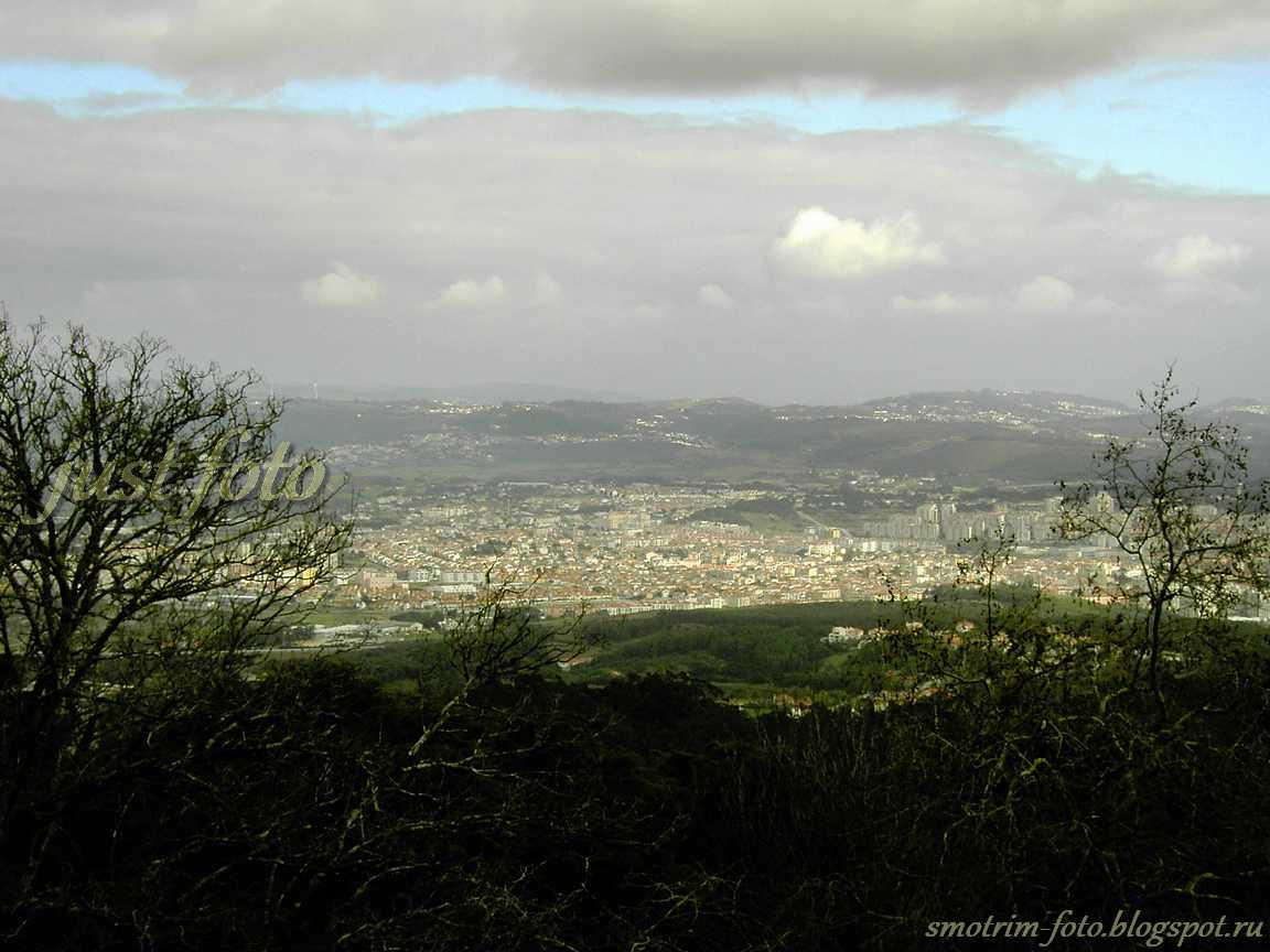 Вид на Синтру с высоты Pena Palace фото