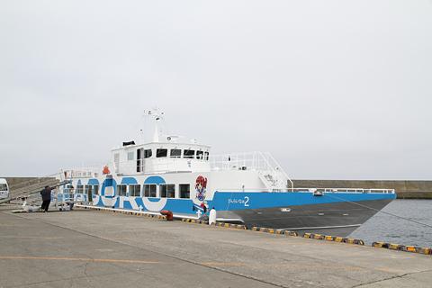 羽幌沿海フェリー 高速船「さんらいな2」 焼尻島にて