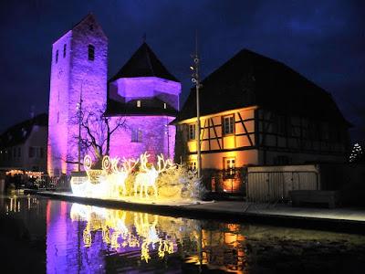 Die Farbenspiele verleihen der Abteikirche einen märchenhaften Zauber.