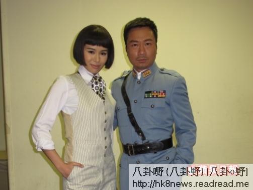 胡杏兒與黎耀祥以一身特務造型拍攝節目巡禮。