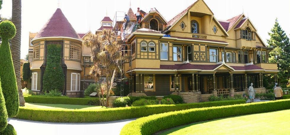 Atualmente a casa conta apenas com 3 andares, mas até 1906 possuía no total 7 andares de puro labirinto