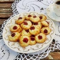 ciasteczka maślane wyciskane przez dekorator