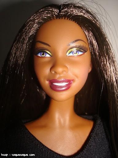 Barbie Basics LBD #10: primer plano de la cara