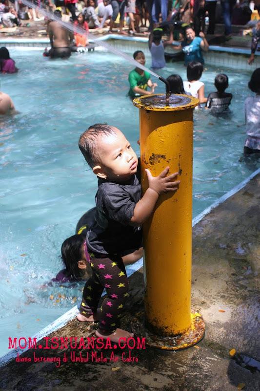 Diana Berenang di Cokro Klaten