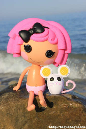 mi Lalaloopsy Crumbs Sugar Cookie en la playa (Estepona - Málaga) 26jul2011