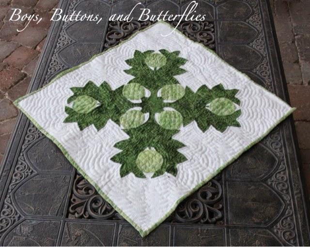 http://www.buttonsandbutterflies.com/2012/01/hawaiian-quilt.html