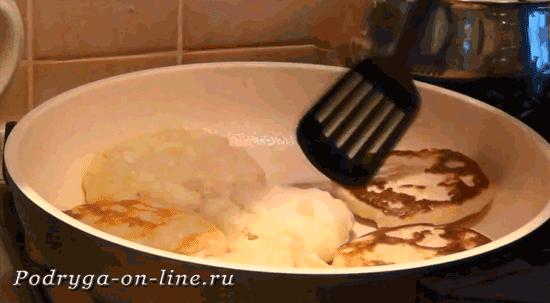 сковородку накрываем крышкой
