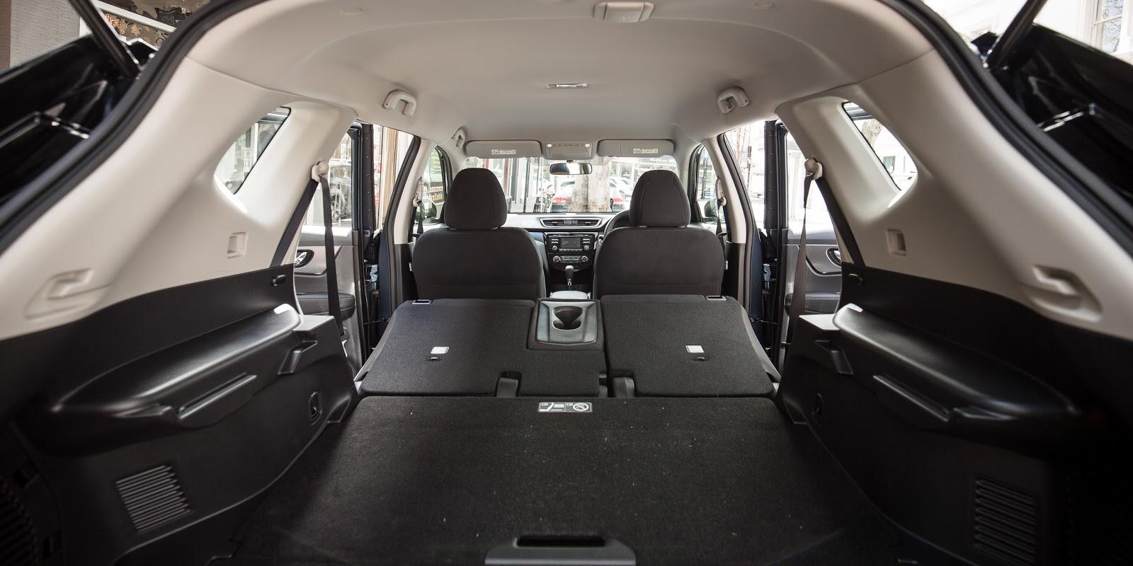 Khoang hành lý Nissan X-Trail 2016 chỉ rộng sau mỗi Honda CR-V