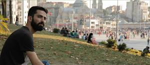 Taksim-Platz. Menschen auf Wiese und Platz.