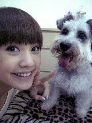 Rainie Yang and a dog