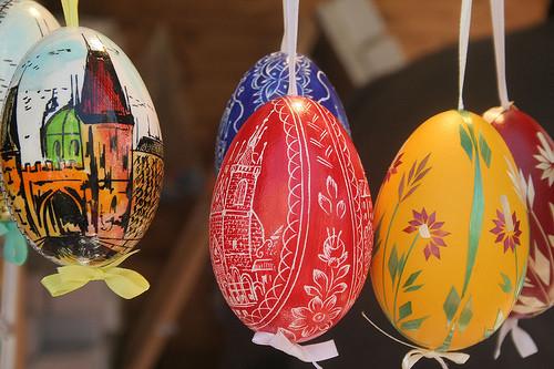 Pintar huevos de pascua for Como pintar huevos de pascua