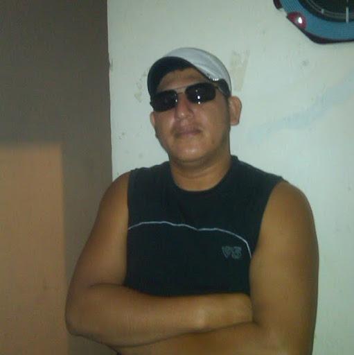 Victor Menendez Photo 26