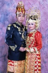 pakaian tradisional aceh pakaian adat aceh Ulee Balang 198x300 Pakaian Adat Tradisional Indonesia